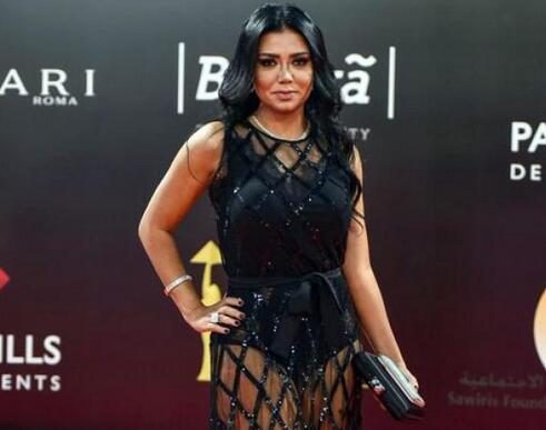 穿镂空长裙面临入狱:埃及女演员拉尼娅·尤塞夫(Rania Youssef)面临五年刑期