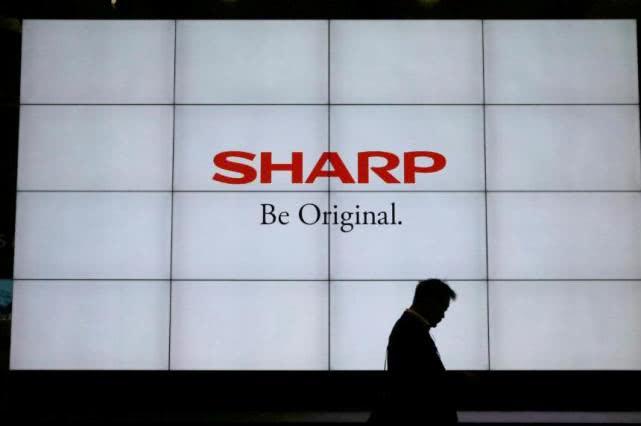 夏普在日本裁掉3000多名外国工人,并将生产转移到富士康旗下的中国工厂