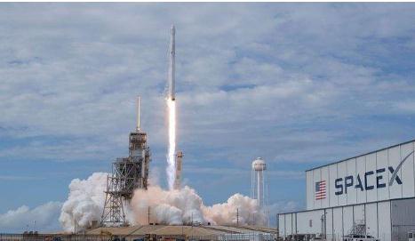 """SpaceX再破纪录?SpaceX公司的首枚""""三手""""火箭发射升空"""