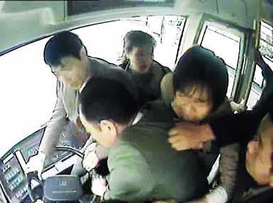 """公交车设壮士座:""""守护员专座"""",郑州44路公交车车长任聪为什么这么做?"""