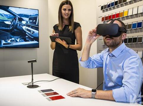 奥迪在全球的经销商中大约部署了1000个VR展厅,为用户展示车辆更多细节