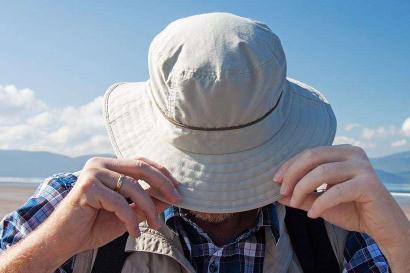 便携式设备可贴在帽子或太阳镜上就可测量紫外线强度