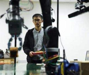 中科大发布自研机器人柔性手爪,可成功抓取纸张、豆腐等物品