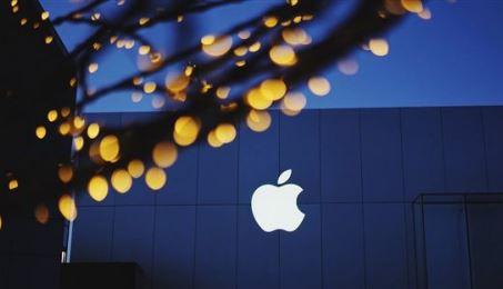 苹果申请新专利:利用用机器人搬运电池或电线为电动汽车充电