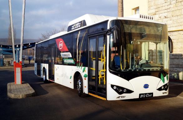 比亚迪向匈牙利交付第一辆电动巴士