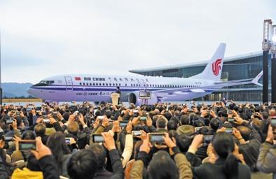 波音与中国商飞在舟山737完工和交付中心交付首架飞机