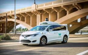 Waymo自动驾驶汽车路试时遭居民强烈反对