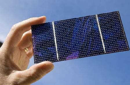 新逐层刮涂技术制备出效率更高的非富勒烯有机太阳能电池