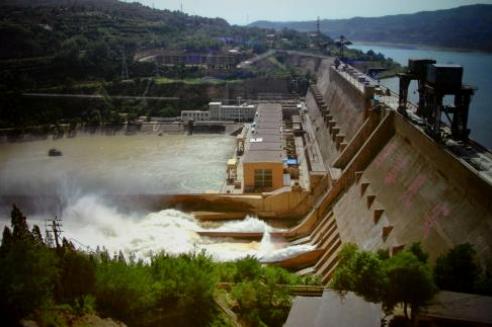 丰满水电站重建工程溢流坝段闸墩混凝土浇筑完成