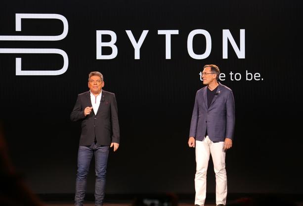 拜腾汽车发布首款量产车BYTON M-Byt前排造型