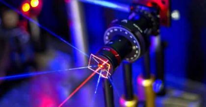 一种使用金纳米粒子阵列的新型传感器平台