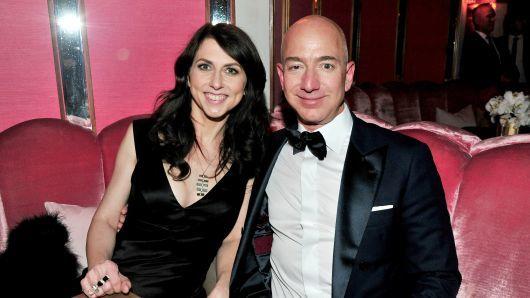 杰夫·贝索斯(Jeff Bezos)与妻子麦肯齐(MacKenzie)离婚或失去一半财富