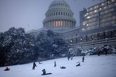 美国天然气期货因暴雪来袭暴涨15%