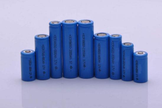 锂电池为何负极用铜箔、正极用铝箔?