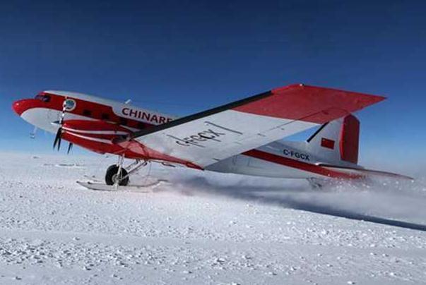 """中国极地固定翼飞机""""雪鹰601""""成功降落在昆仑站机场"""