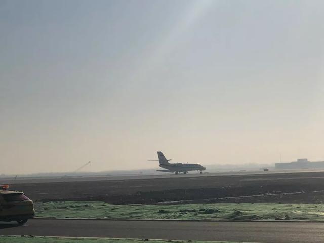 北京大兴国际机场首架飞机平稳降落