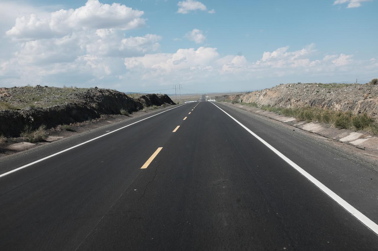 高速公路为什么不用钢筋混凝土做路面?