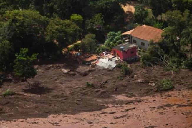 巴西矿坝溃坝事故已造成65人遇难 至少279人失踪