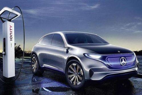 奔驰自建电池工厂追赶特斯拉  戴姆勒230亿美元电池采购推动公司电动化转型