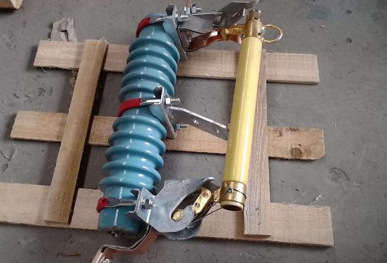跌落式熔断器结构组成、适用环境及主要功能