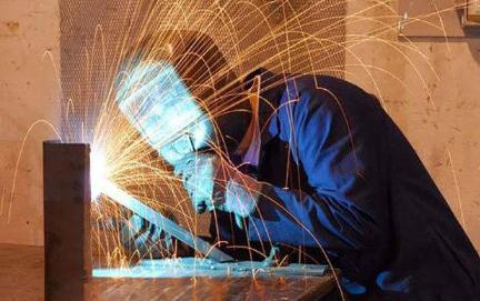 95后女焊工阳莲:负责春运焊接专业抢修任务