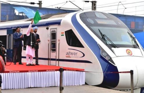 """印度首辆国产高铁列车""""致敬印度""""号首秀次日出故障"""