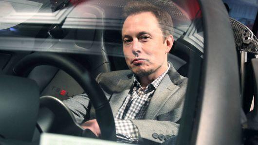 特斯拉预计年底将实现完全自动驾驶功能