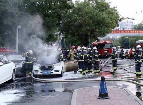 """电动汽车自燃事故频发 电池热失控是""""罪魁祸首"""""""