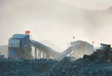 天然牧场遭受矿场粉尘污染 洗矿水染黑河流