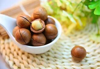 多吃坚果可以降低2型糖尿病患者患心脑血管疾病风险