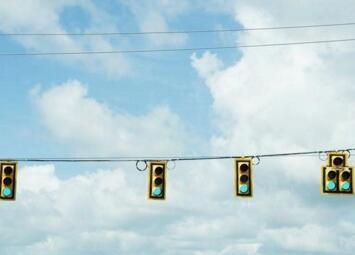 """奥迪发布应用于指定车型的新功能""""绿灯优化速度咨询系统"""""""