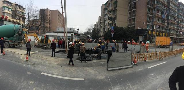杭州地铁5号线施工段建国北路路面塌陷