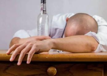 酗酒引起基因变化,这项新发现有助于研究员识别生物标志物治疗上瘾