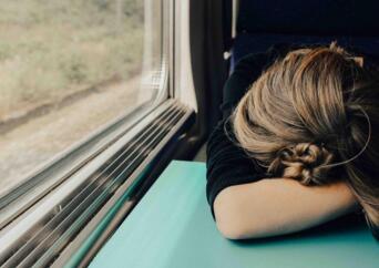 身体持续疲劳或与过度活跃的免疫系统有关