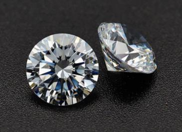 锆石和钻石的区别,锆石的价格、成分、硬度、危害及保养方法