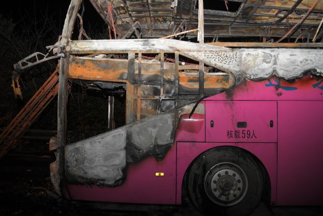 湖南常长高速河南客车起火,造成26人死亡、28人受伤