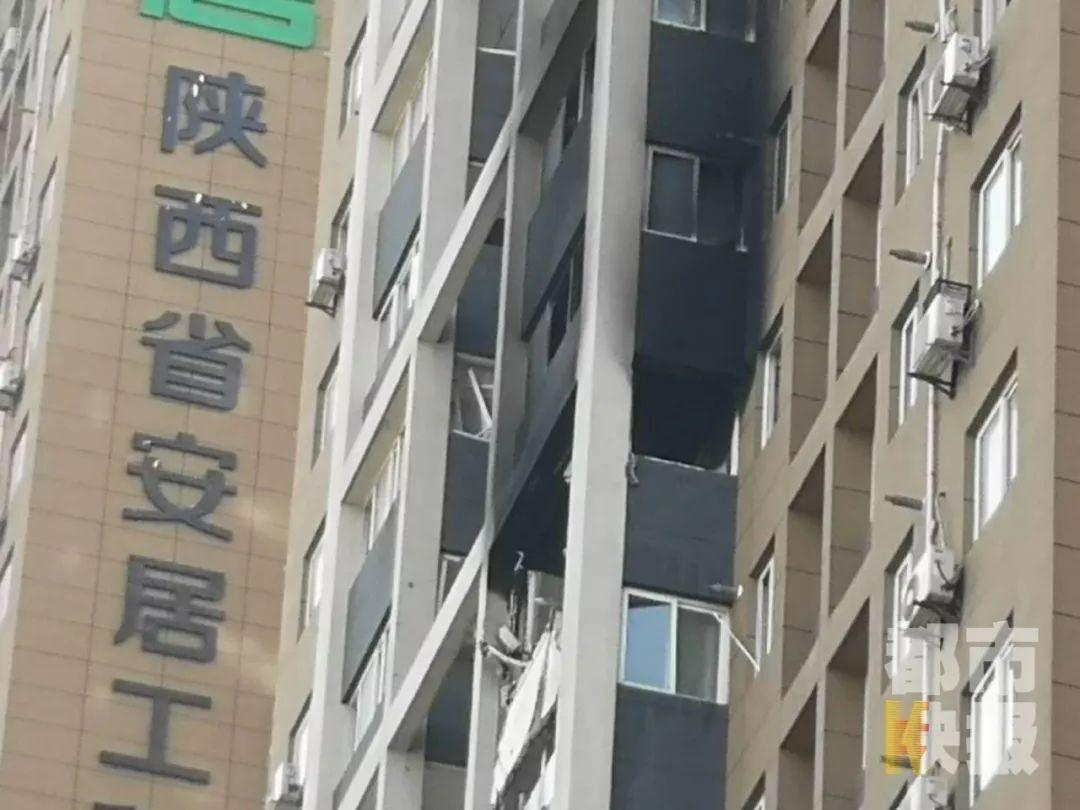 西安十里铺米家崖安置住房小区发生闪爆,电梯都掉了下来!