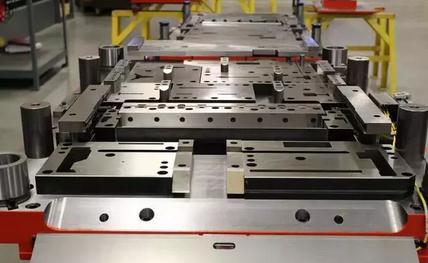 冲压模具:发展高端汽车模具制造技术