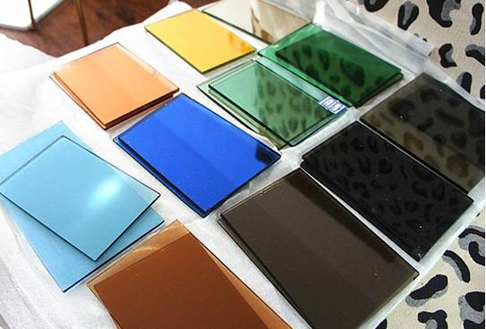 镀膜玻璃和普通玻璃有什么区别?镀膜玻璃生产工艺是什么?