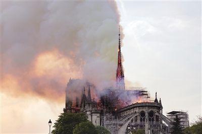 巴黎圣母院尖塔失火原因与修复技术