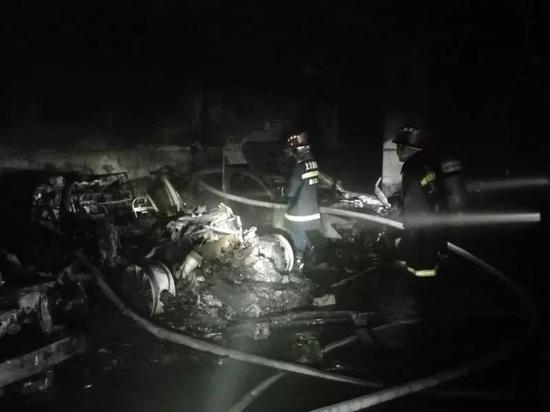上海徐汇一特斯拉突然自燃,车主:当时没充电,特斯拉回应