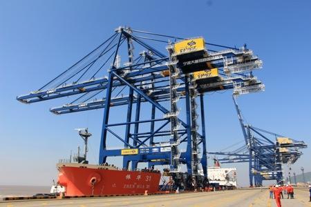 美国WBCT岸桥:新型上部结构(π型)岸边集装箱起重机的提升工艺