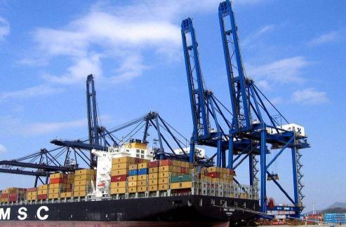 集装箱码头装卸特点、影响因素及安全评价模型构建