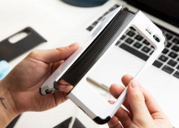 Spigen推出三款Galaxy Fold保护套原型