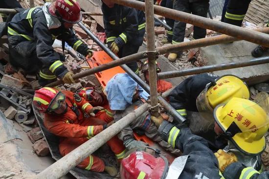 长宁区昭化路148号近定西路厂房墙体倒塌事故7人死亡