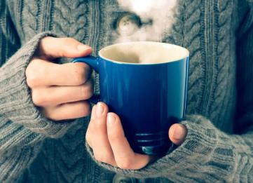 长期饮用过烫的热饮会大幅增加患食道癌的风险