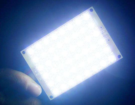 """LED灯会对视网膜造成永久性的伤害,强烈的LED灯光会使人""""光中毒""""!"""