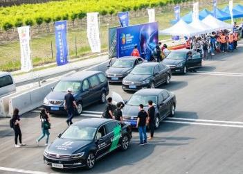 禾多科技受邀演示高速公路自动驾驶,展示自动驾驶解决方案HoloPilot
