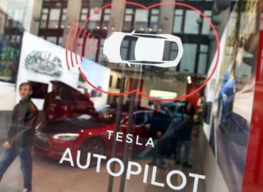 特斯拉Autopilot辅助驾驶系统新功能远不如驾驶员操作可靠