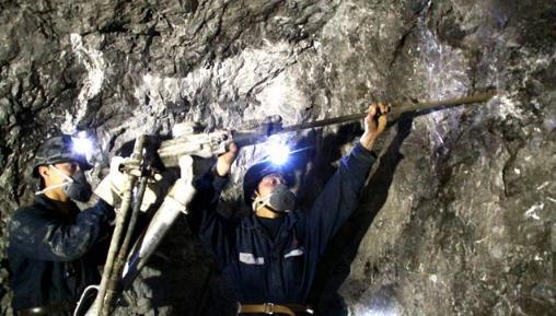 绿水洞煤矿攻克的70°急倾斜中厚煤层综采技术